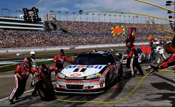 The No. 14 Stewart-Haas Racing pit crew services Tony Stewart&#039;s car - Photo Credit: Tom Pennington/Getty Images for NASCAR